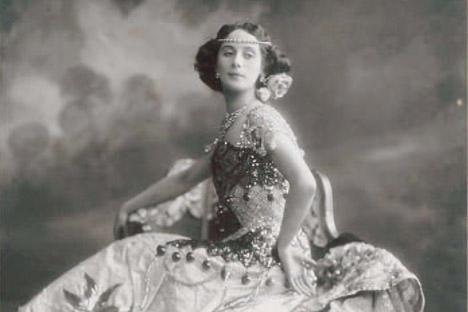 the life and career of anna pavlova art essay Follows the life of russian ballerina anna pavlova from her artistic awakening   snyder emphasizes pavlova's determination and hard work.
